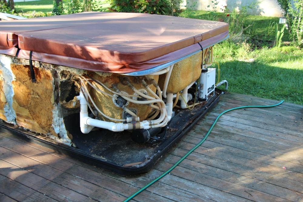 Rebuilding the hot tub, part 1.. (2/6)